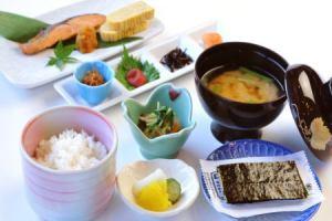 人気の和定食 その他、竹原牛丼や朝カレーなどもご用意しております。